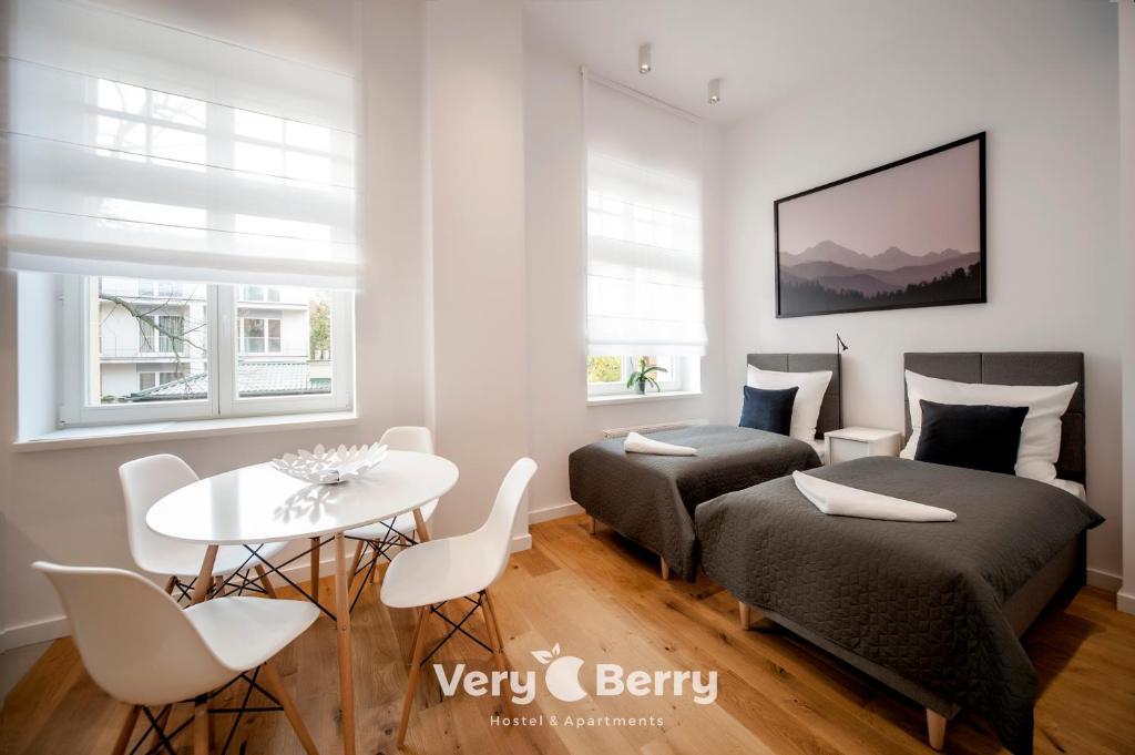 A seating area at Very Berry - Orzeszkowej 14 - MTP Apartment, parking, check in 24h