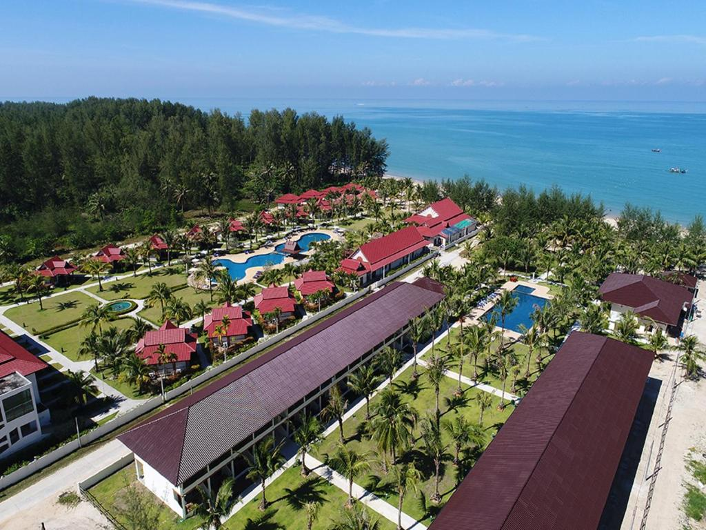 Ett flygfoto av The Sunset Beach Resort - Koh Kho Khao