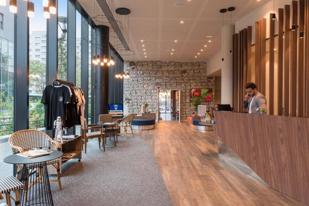 A restaurant or other place to eat at The Originals Boutique, Hôtel Maison Montmartre, Paris