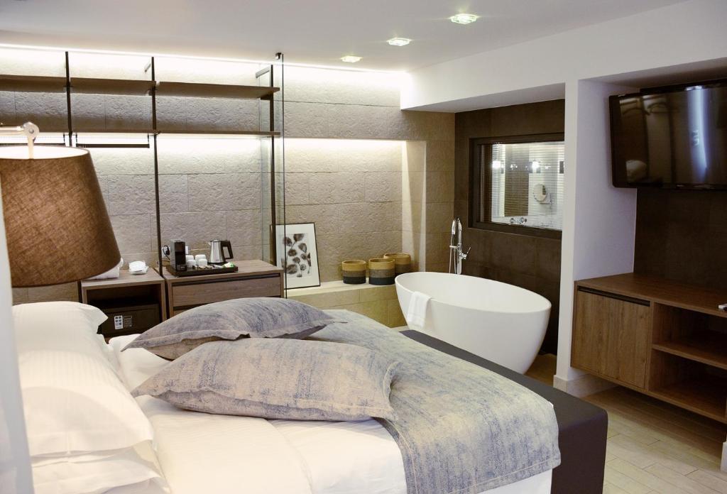 Ένα μπάνιο στο Sweet Home Hotel