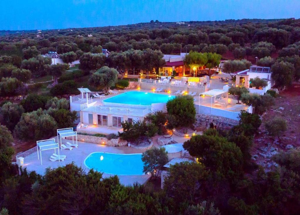 Vista sulla piscina di Corte Di Ferro Hotel & Wellness Resort o su una piscina nei dintorni