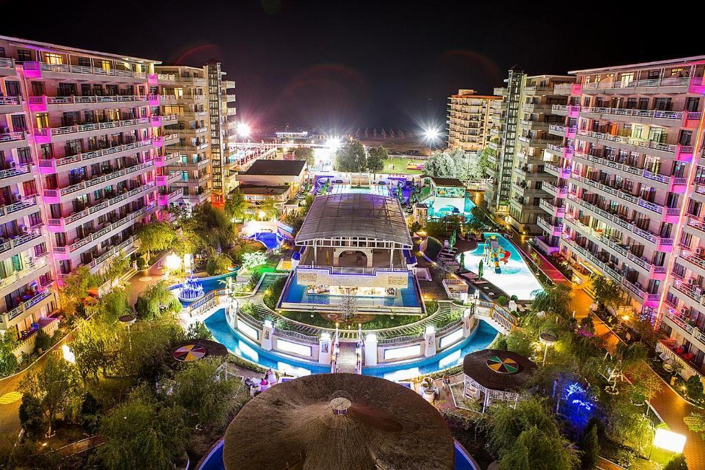 A view of the pool at Phoenicia Holiday Resort or nearby