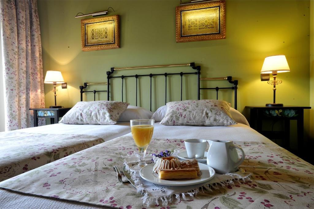 Breakfast options available to guests at Hotel-Hospedería los Templarios