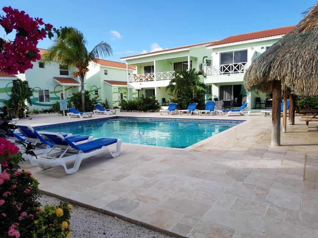 A piscina localizada em Alifra Apartment ou nos arredores