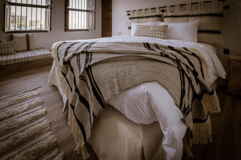 A bed or beds in a room at MAZMI CASA