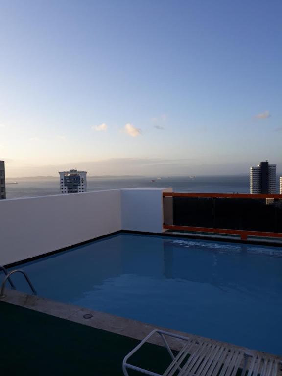 The swimming pool at or close to Apartamento Barra Summer Flat