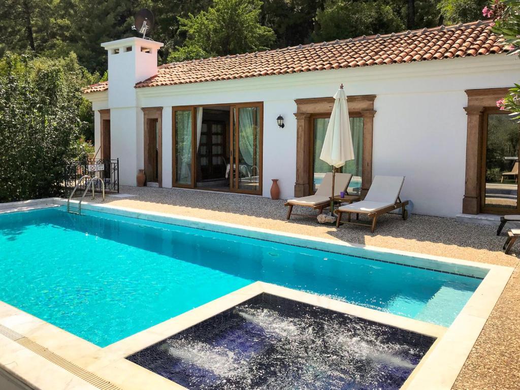 Samik Villa Sleeps 6 Pool Air Con WiFi