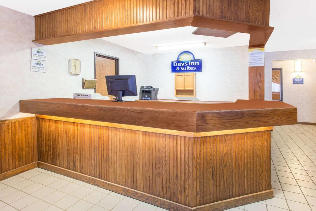 The lobby or reception area at Days Inn & Suites by Wyndham Davenport East