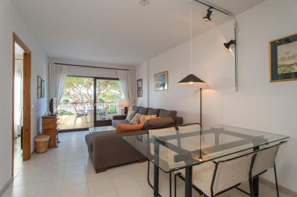 Calella de Palafrugell Apartment Sleeps 4 Pool 2