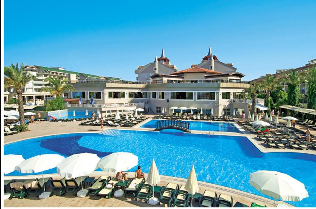 The swimming pool at or near Aydinbey Famous Resort