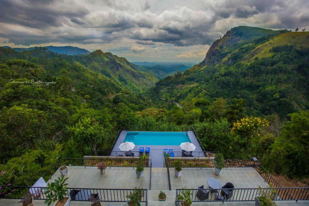 A view of the pool at Mountain Heavens or nearby