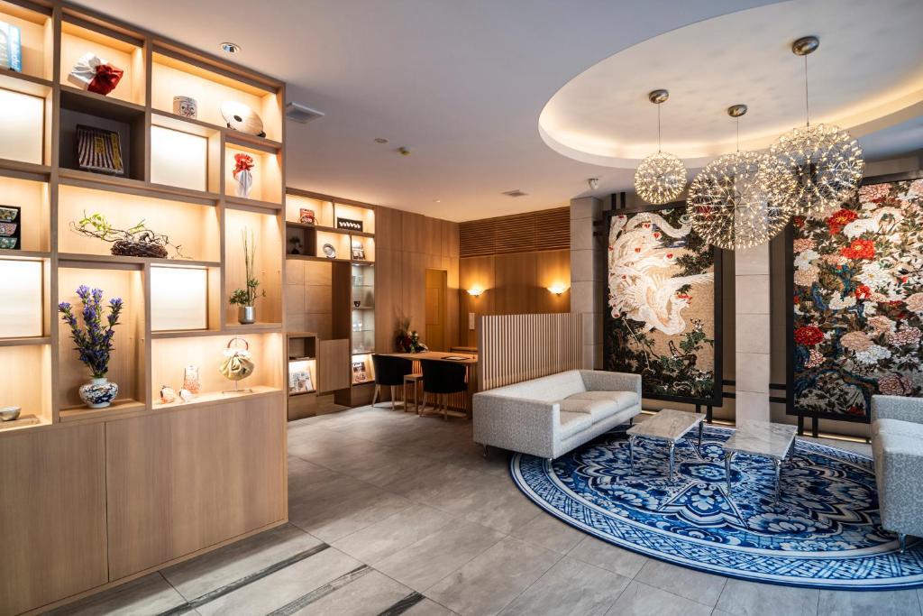 Kyoto Shijo Takakura Hotel Grandereverieのロビーまたはフロント