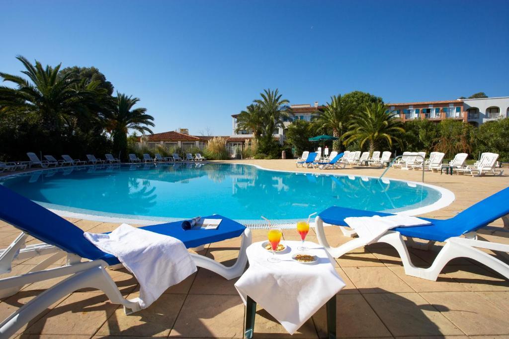 Piscine de l'établissement Hôtel Soleil Vacances de Saint Tropez ou située à proximité