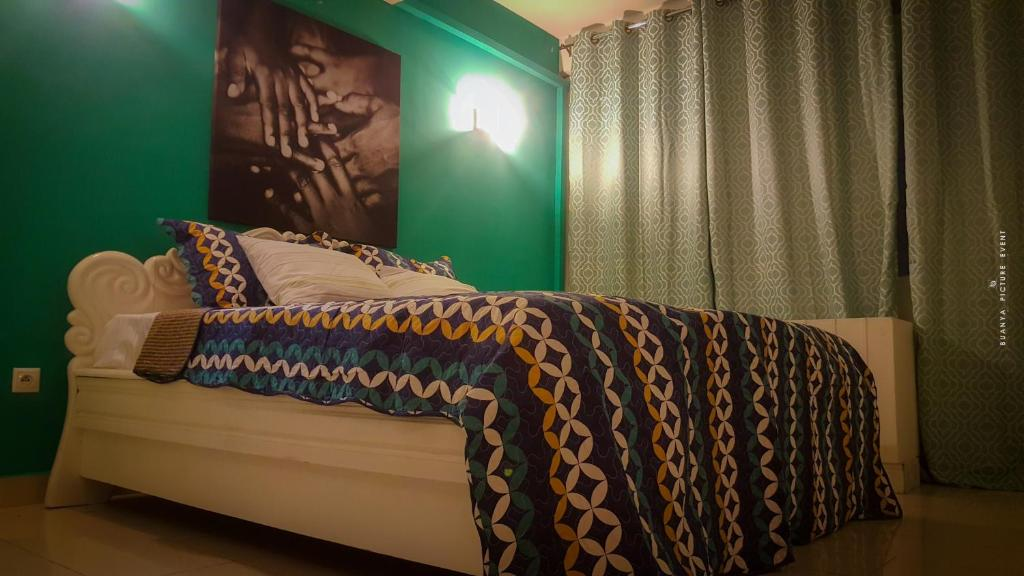 A bed or beds in a room at Mayombe Apt