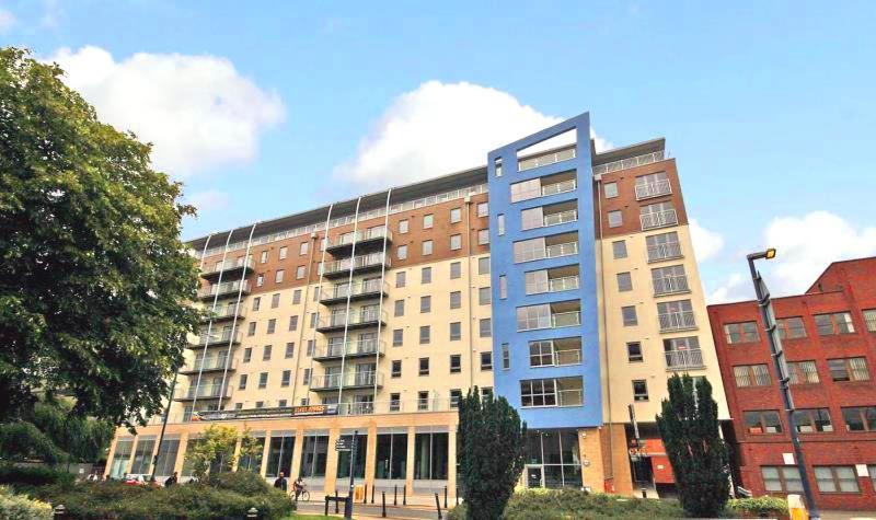 Luxury Spacious Town Centre Apartment