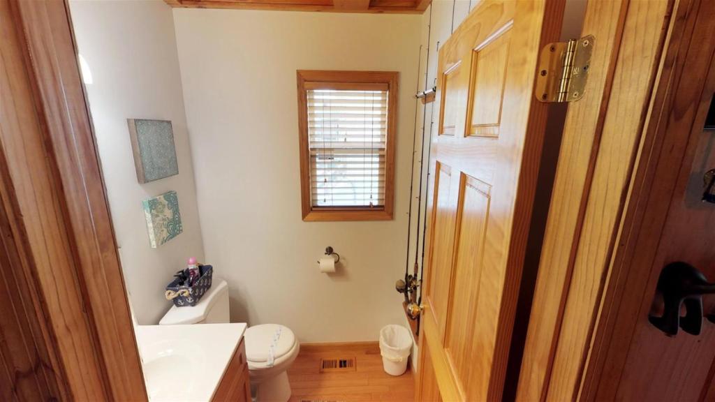 A bathroom at Bullwinkle Inn