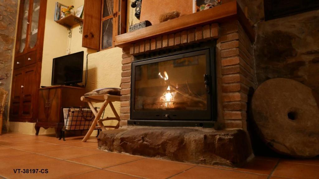 Una televisión o centro de entretenimiento en La Casa del Banquet