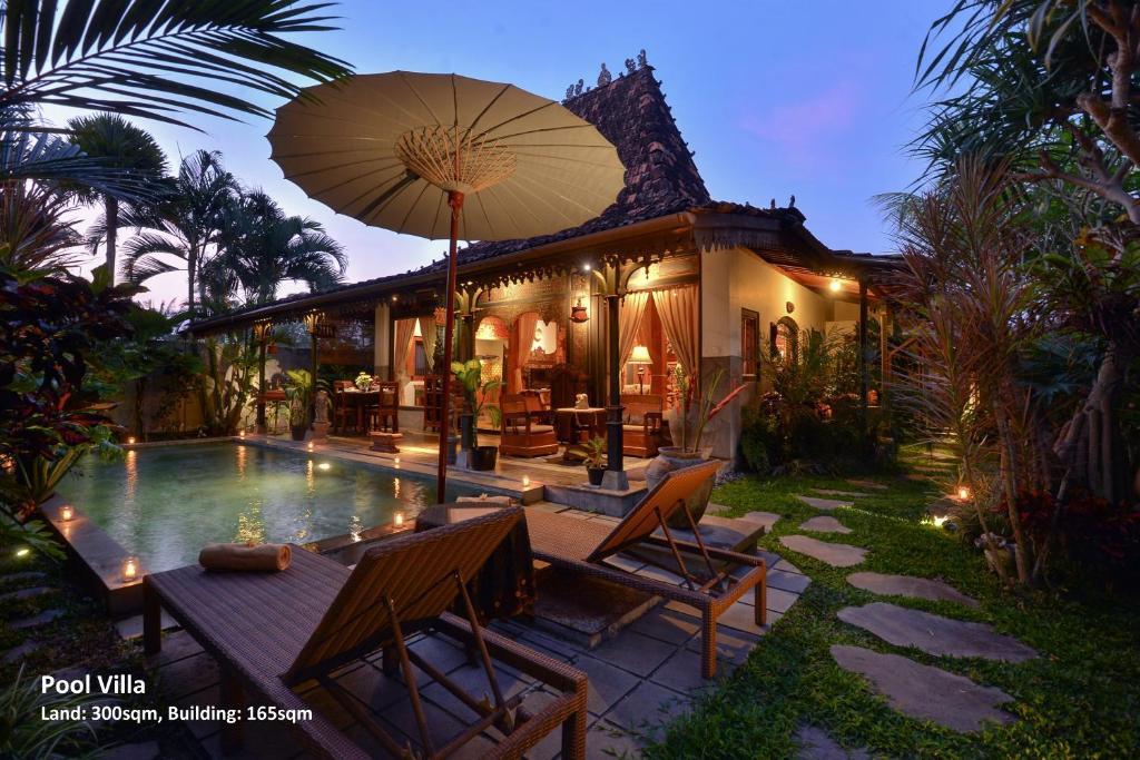The swimming pool at or close to Ubud Syailendra Villas
