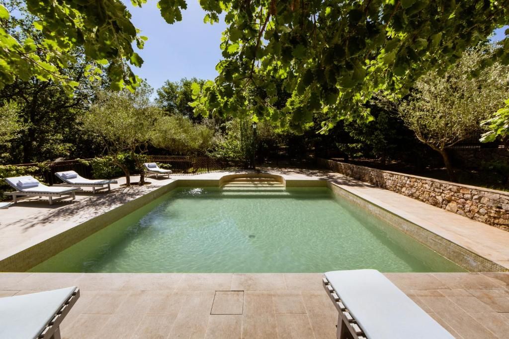 The swimming pool at or near Chambre d'hôtes Chez Samuel Bruno
