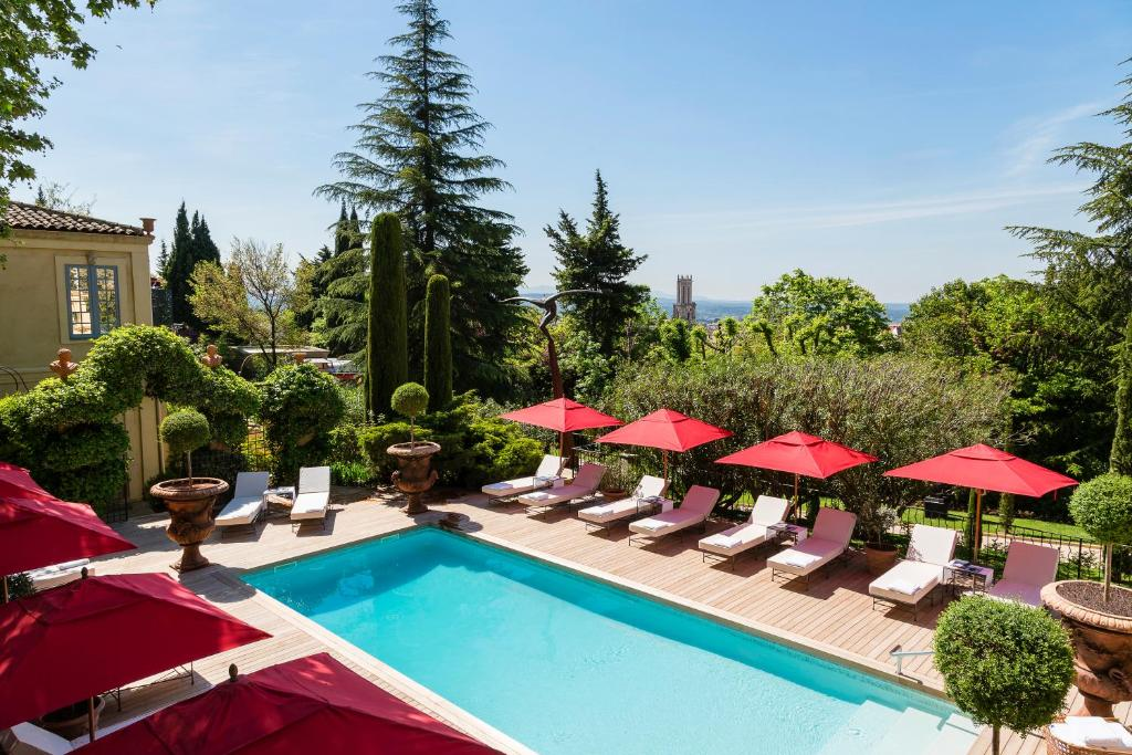 A view of the pool at Villa Gallici Hôtel & Spa or nearby
