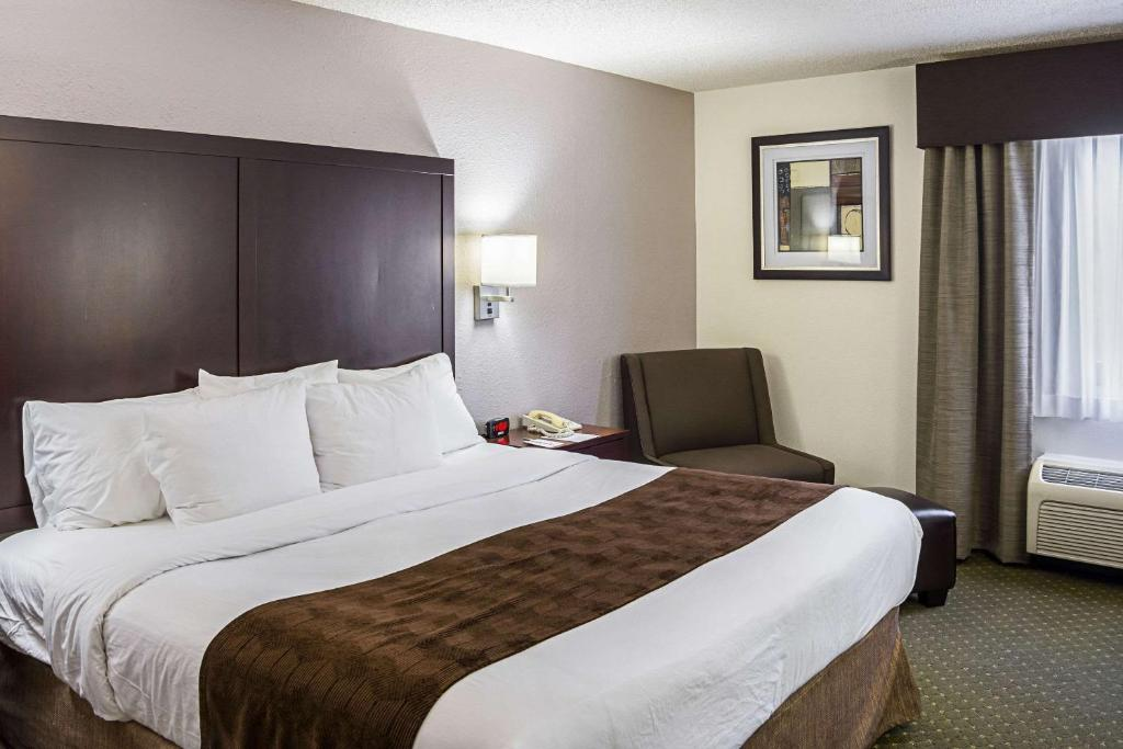 A bed or beds in a room at Clarion Inn & Suites Clackamas - Portland