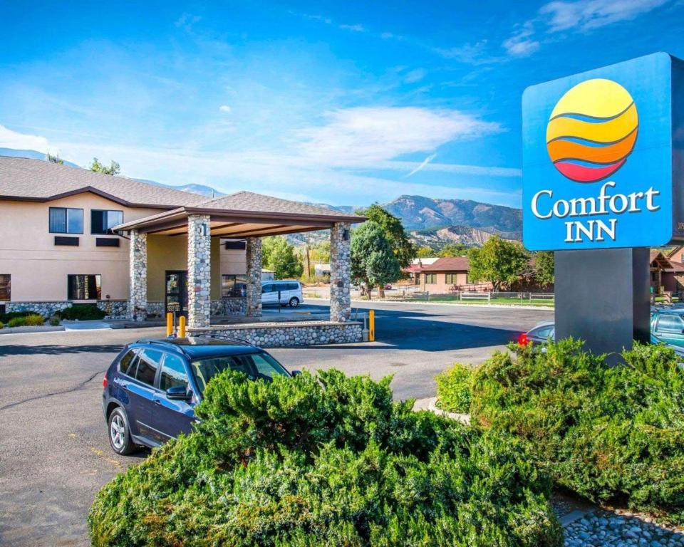 The swimming pool at or close to Comfort Inn Salida