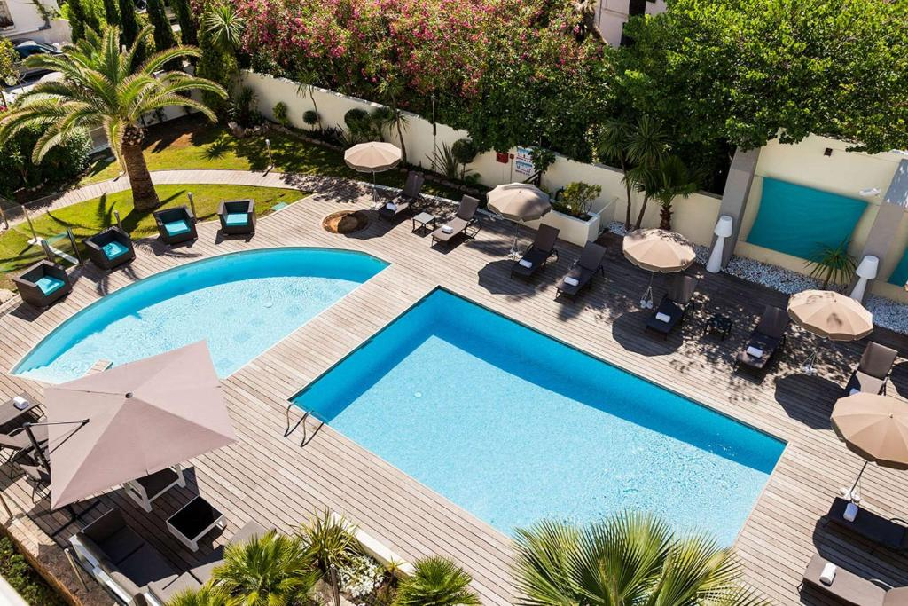 A view of the pool at Clarion Suites Cannes Croisette or nearby