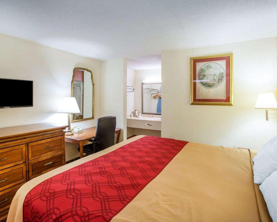 Econo Lodge Inn & Suites Macon