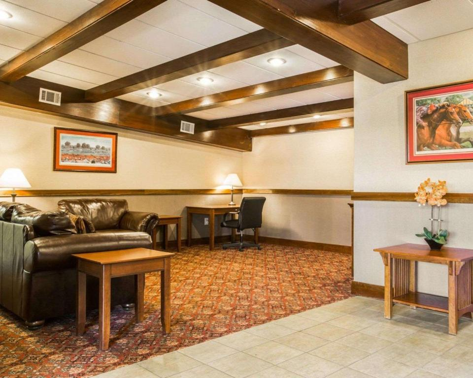 Clarion Inn & Suites Lake George