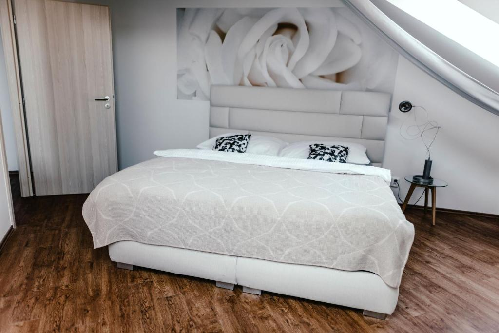 A bed or beds in a room at Zelný trh 42