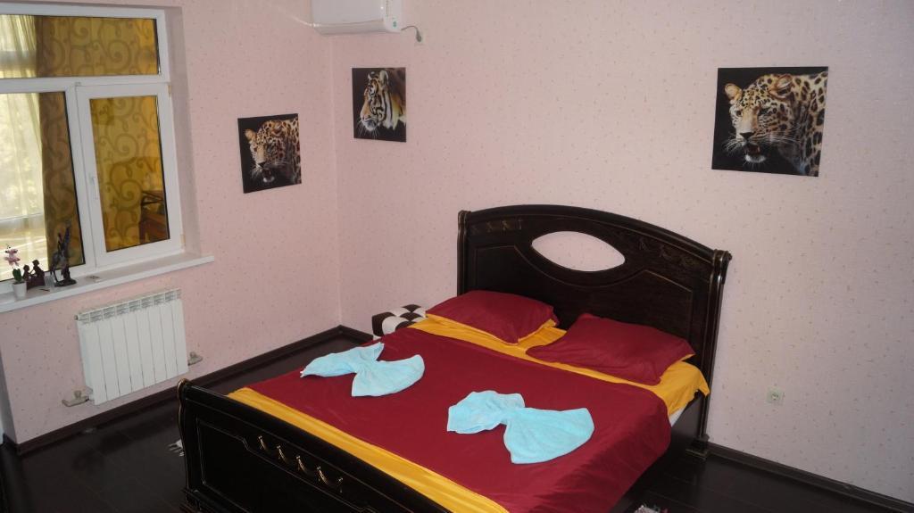 Кровать или кровати в номере Apartamienty na Lienina 55