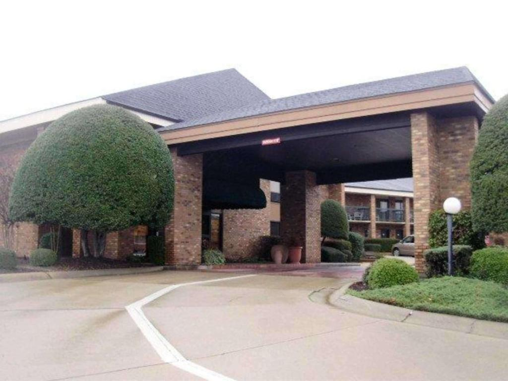 Quality Inn & Suites Searcy I-67