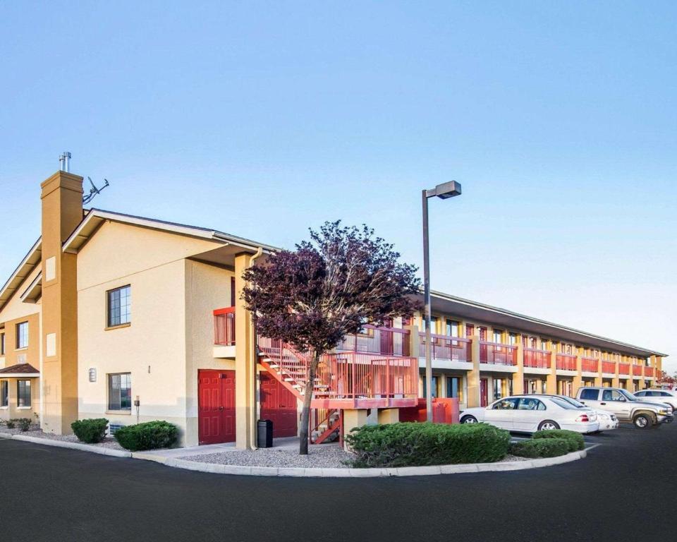 Het gebouw waarin het motel zich bevindt