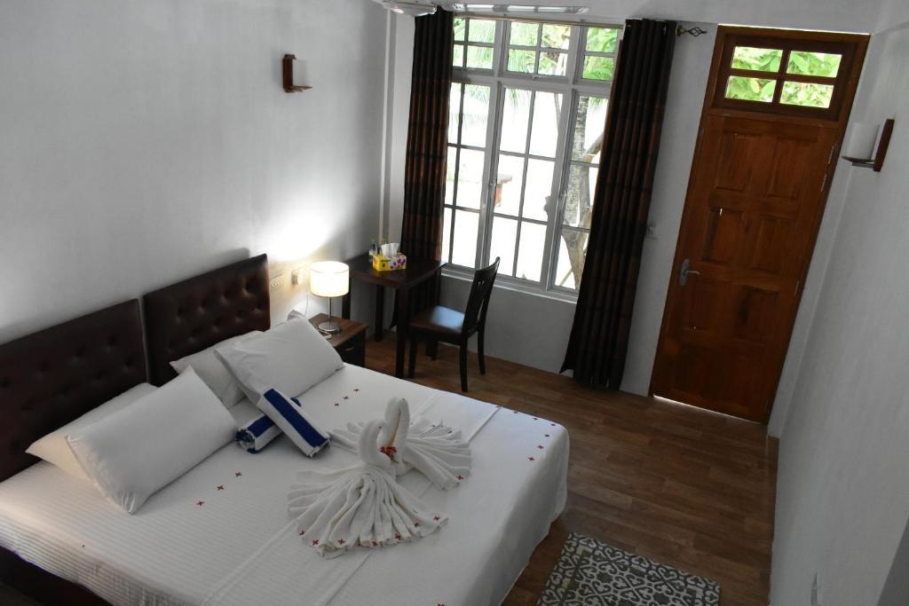 Un ou plusieurs lits dans un hébergement de l'établissement Summer Home Kelaa