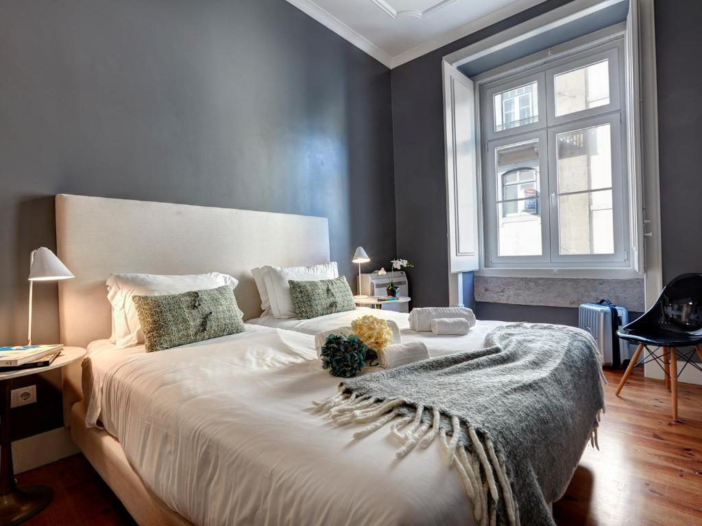 A bed or beds in a room at Lisbon Canaan Boutique Apartments Fanqueiros 114