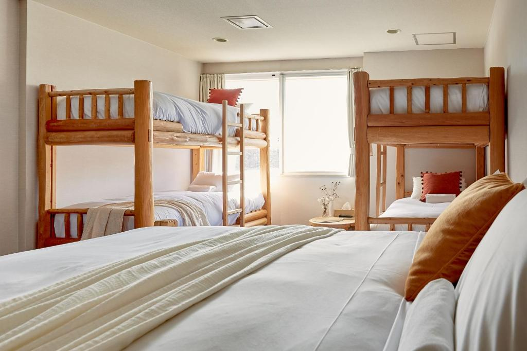 A bunk bed or bunk beds in a room at Canopy Cortina Lodge