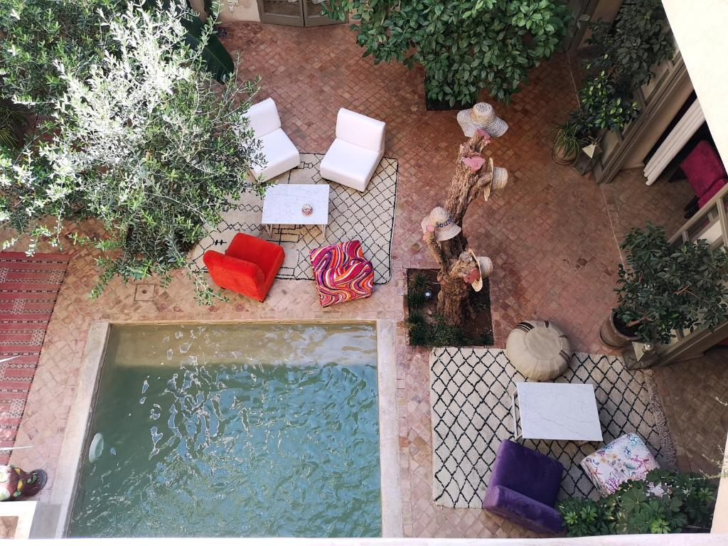 A view of the pool at Riad Vendôme & Spa or nearby