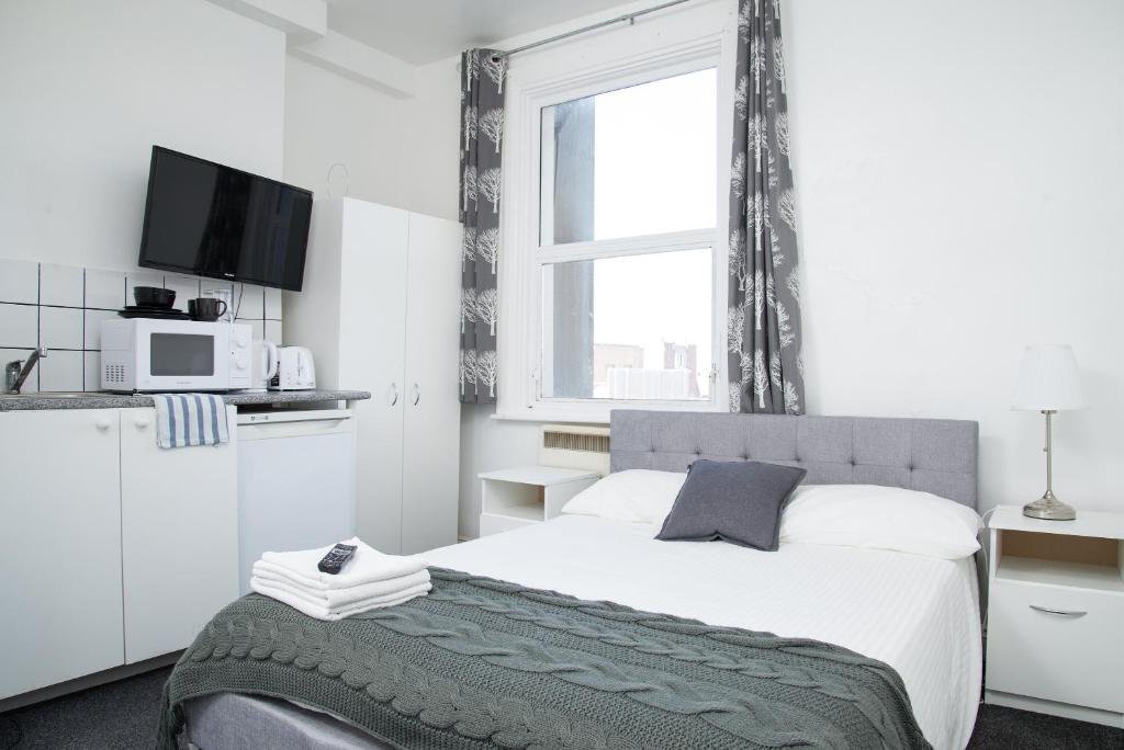 A bed or beds in a room at TLK Apartments & Hotel - Peckham