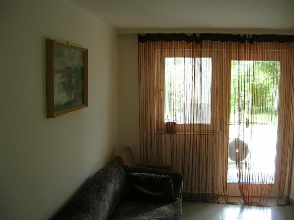 A seating area at Csalintos Apartman
