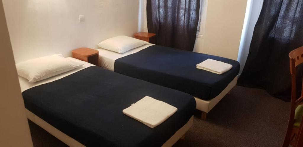 Cama ou camas em um quarto em Hôtel Petit Bastille