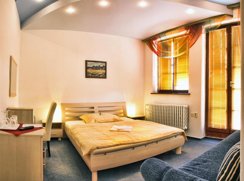 Postel nebo postele na pokoji v ubytování Penzion Merlin