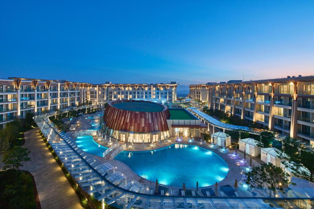 A view of the pool at Marriott Jeju Shinhwa World Hotel or nearby