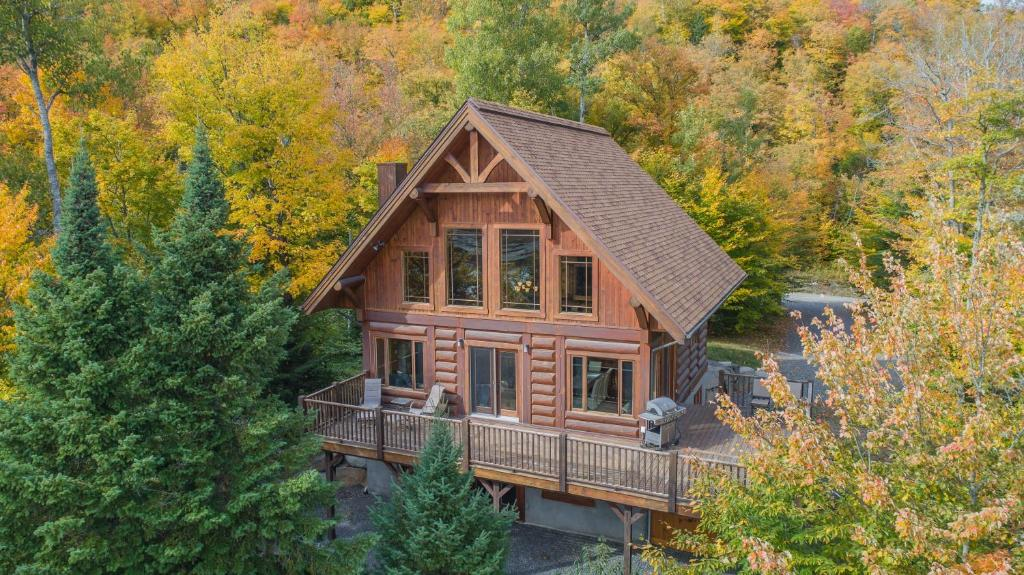 Log Cabin Home with Lake and Mountain view by Reserver.ca