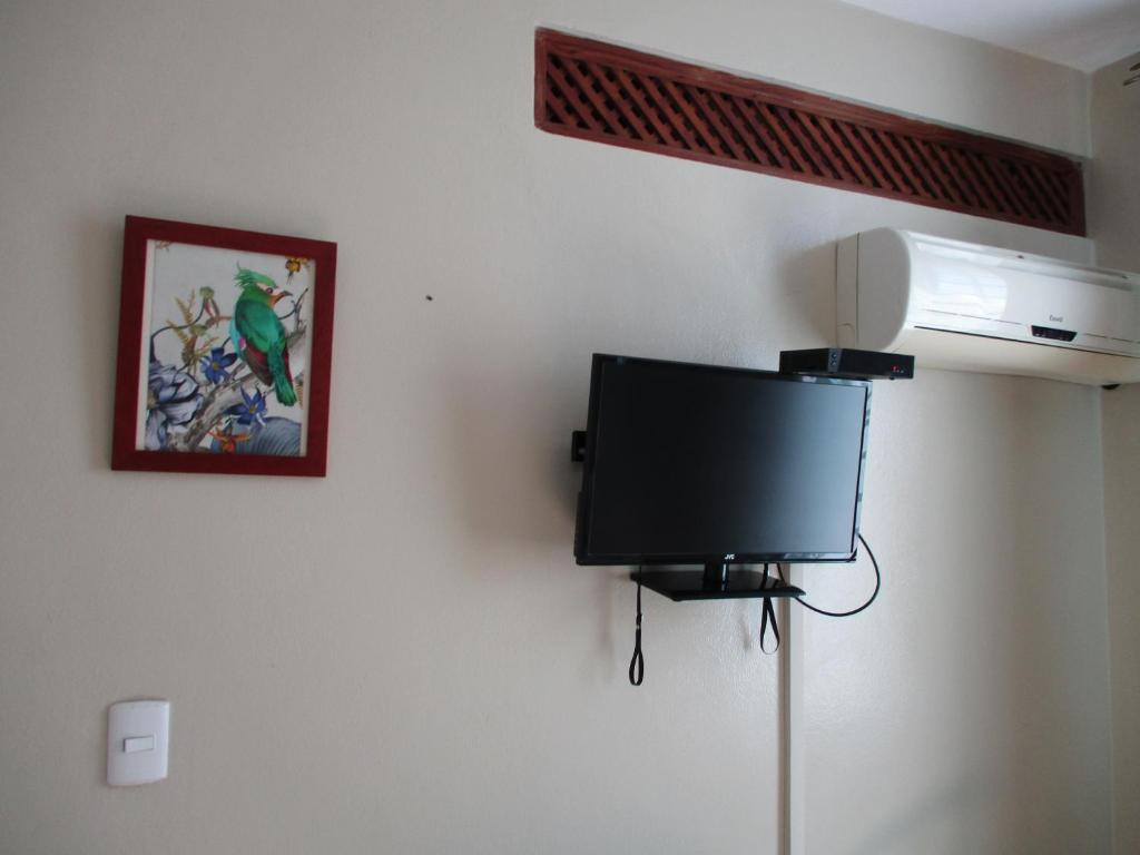 A television and/or entertainment centre at Chambres d´hotes La Romana