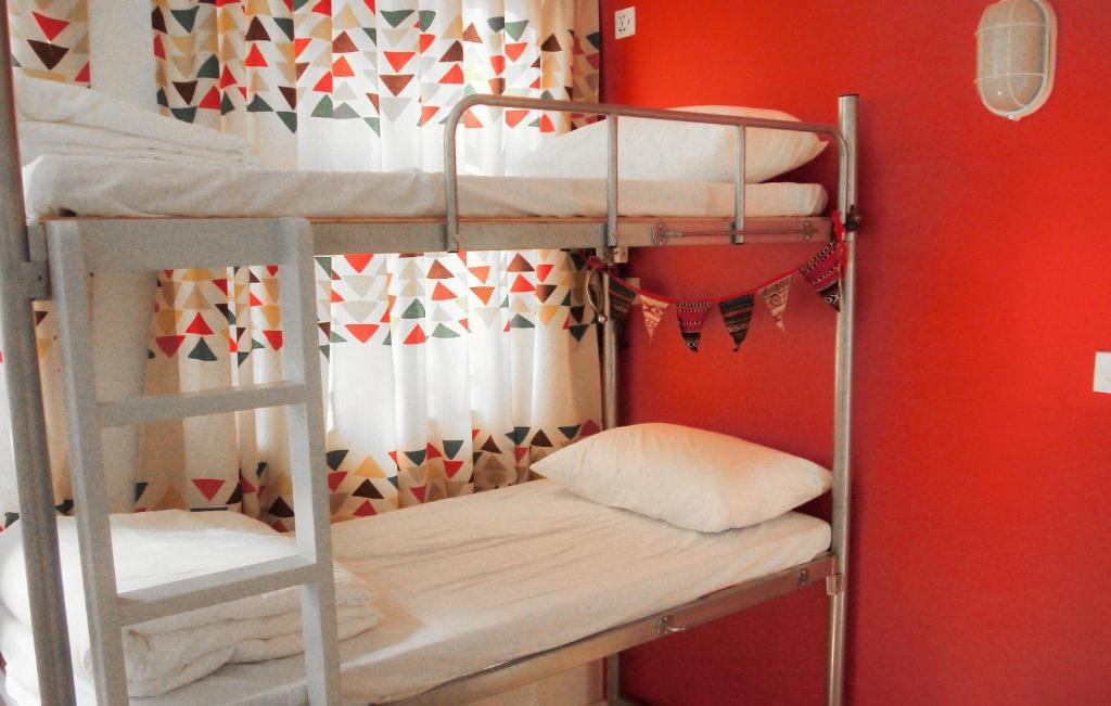 A bunk bed or bunk beds in a room at Hoho Hostel