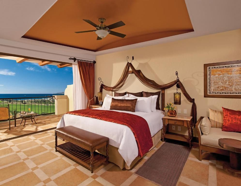 A bed or beds in a room at Secrets Puerto Los Cabos Golf & Spa18+