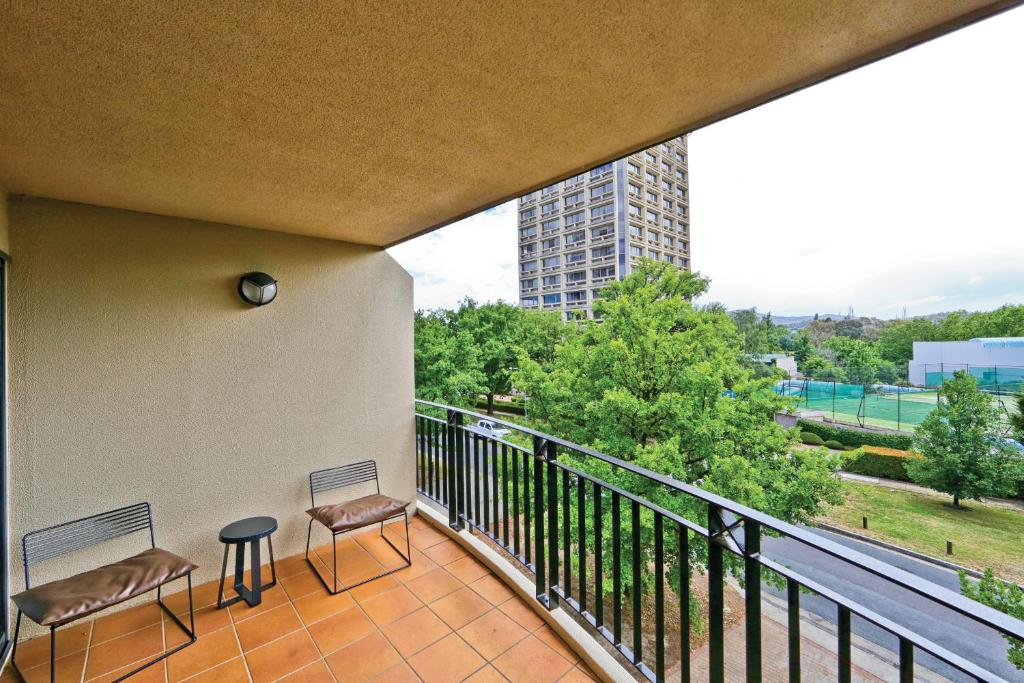 A balcony or terrace at Accommodate Canberra - Griffin Kingston Central Apartments