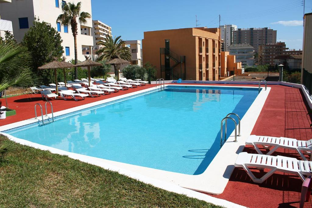 The swimming pool at or near Hotel Jardín