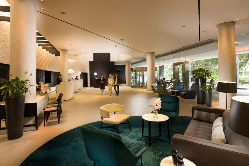 The lobby or reception area at PARKROYAL Darling Harbour