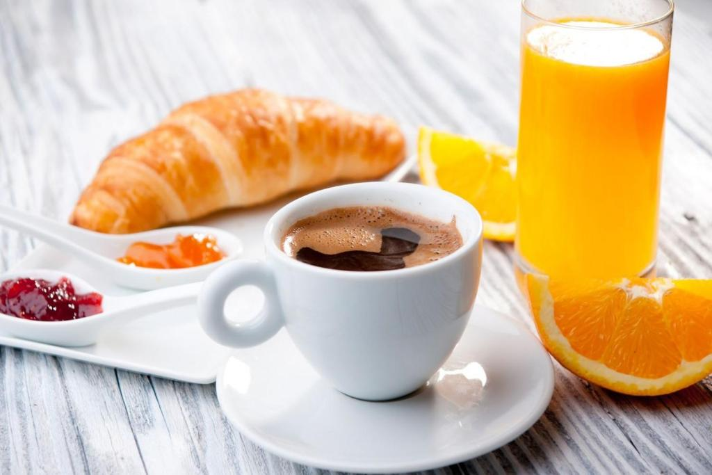 Breakfast options available to guests at Hotel Tio Pepe